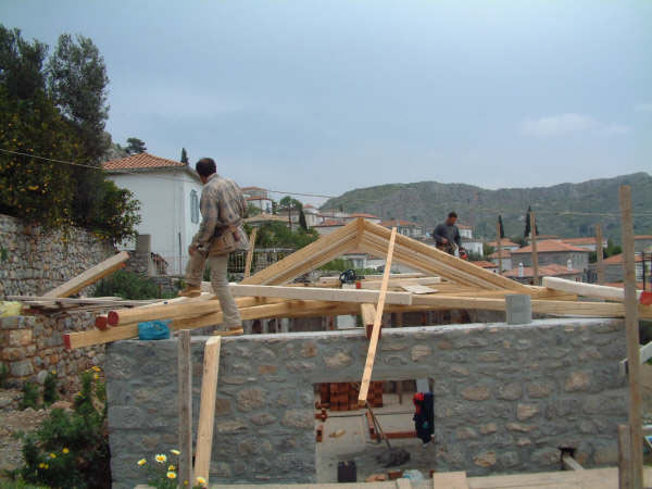 Building the roof in the traditional style