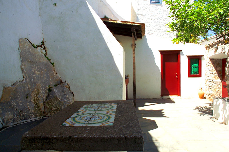 A traditional house on the island of Hydra, just three minutes walk from the harbour with no 