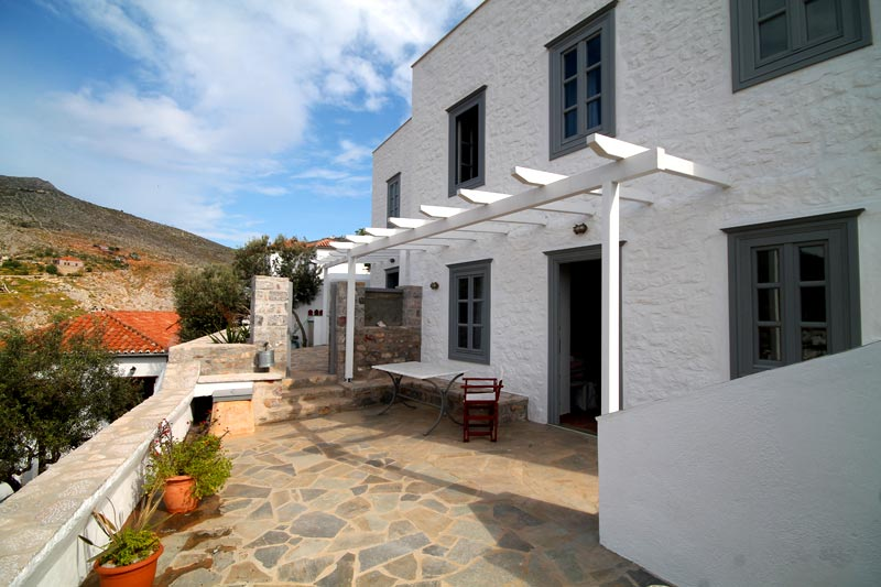 Beautifully presented apartments in Hydra town