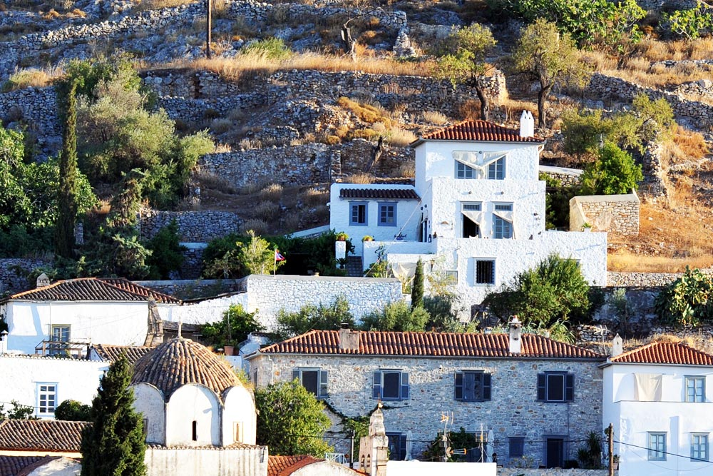 An impressive house high above Hydra town, offering amazing views!