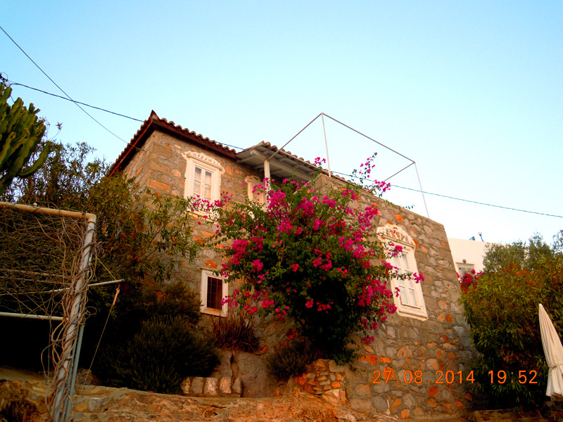 Feggari Maisonette is the ideal hideaway for a couple.