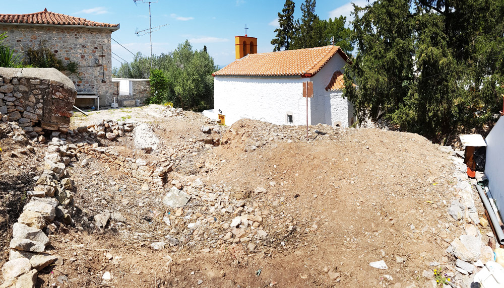 A building plot for sale in the Kiafa region of Hydra town.