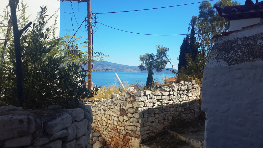 A small cozy house for sale, ideal for someone who would like a getaway in Hydra at a good price.
