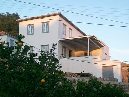Newly built house to rent for family holidays in Hydra. The house offers spectacular views across the valley and is only a 10 min walk from Hydra town and the beach at Kamini.