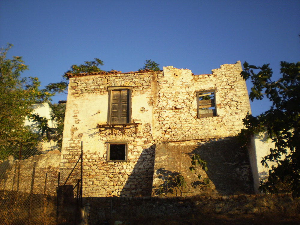 Two magnificent ruins with land for sale in high Kamini. 