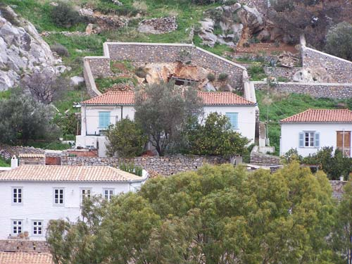 Traditional Spitaki with lovely tiled floors and a good sized garden.