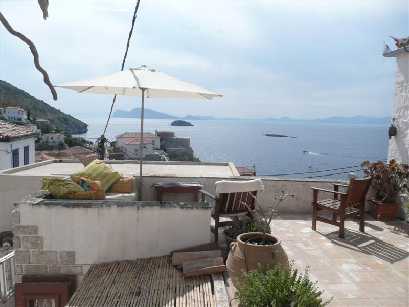 A romantic house with splendid views, just one minutes walk from the sea...