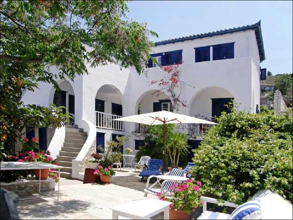 Offered for sale in excellent condition we are very happy to present a wonderful Hydriot villa and a hotel